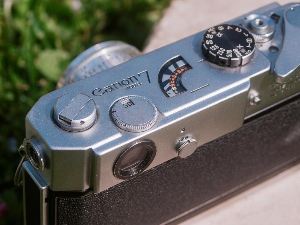 Photo of Canon Model 7 frameline selector control.