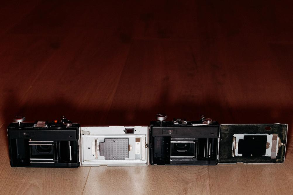 Photo of Ricoh 500G and 500GX backs and light seals.