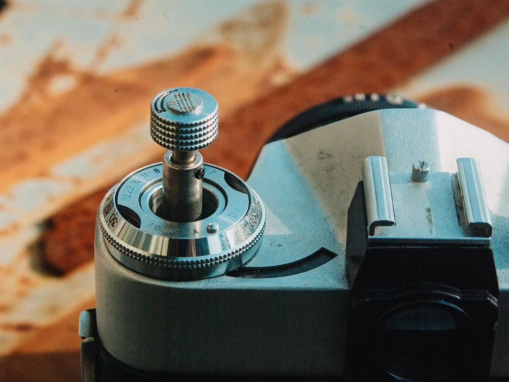 Photo of Zenit-E rewind knob in the extended position.