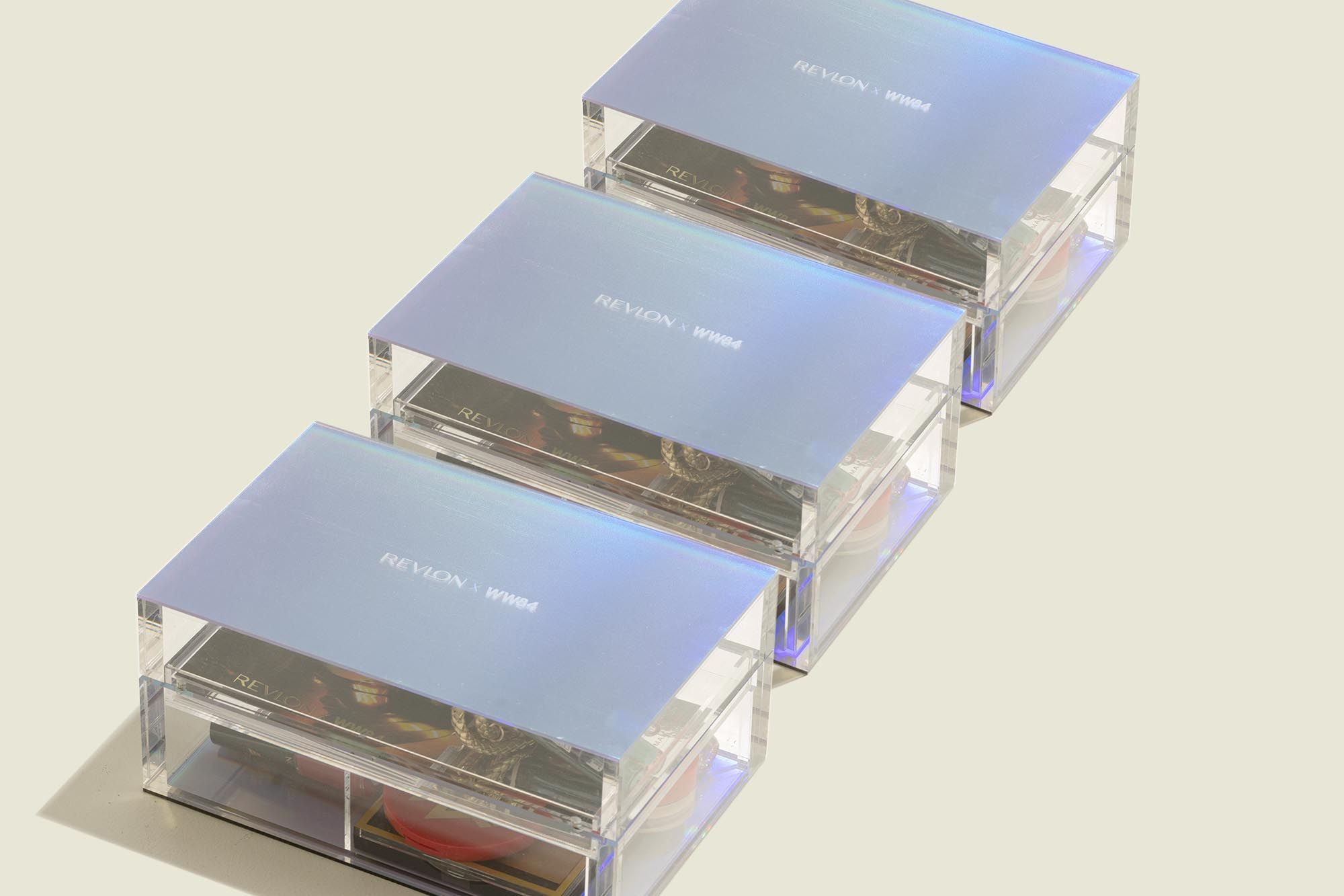 Custom hinged boxes