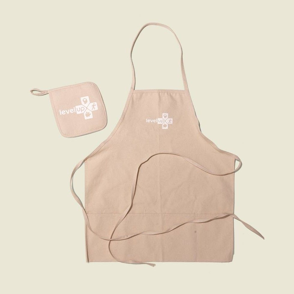 Pot holder with apron