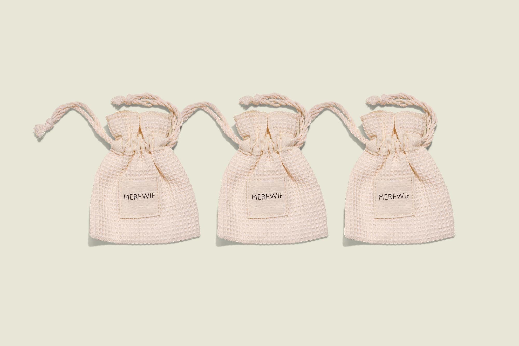 Set of drawstring bags
