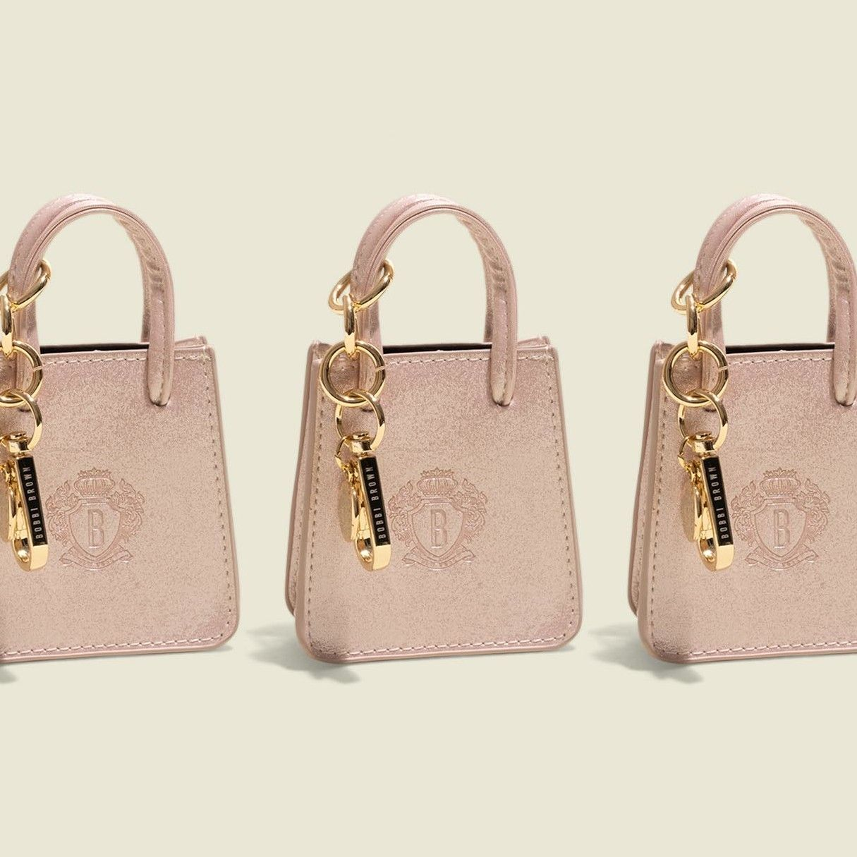 Tote bag with clasp