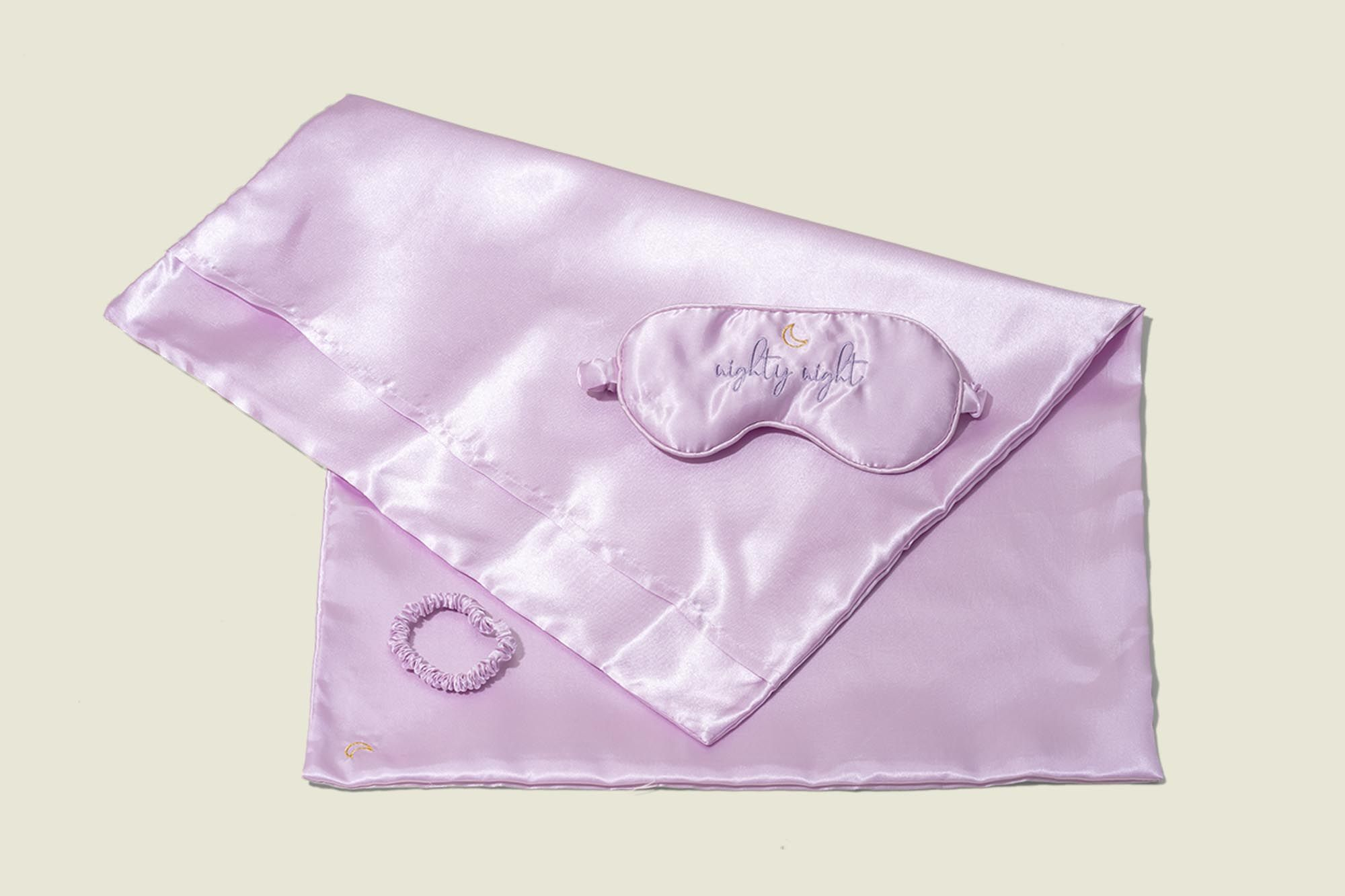 Satin sleep mask with scrunchie and pillow culeep mask with scrunchie and pillow casease