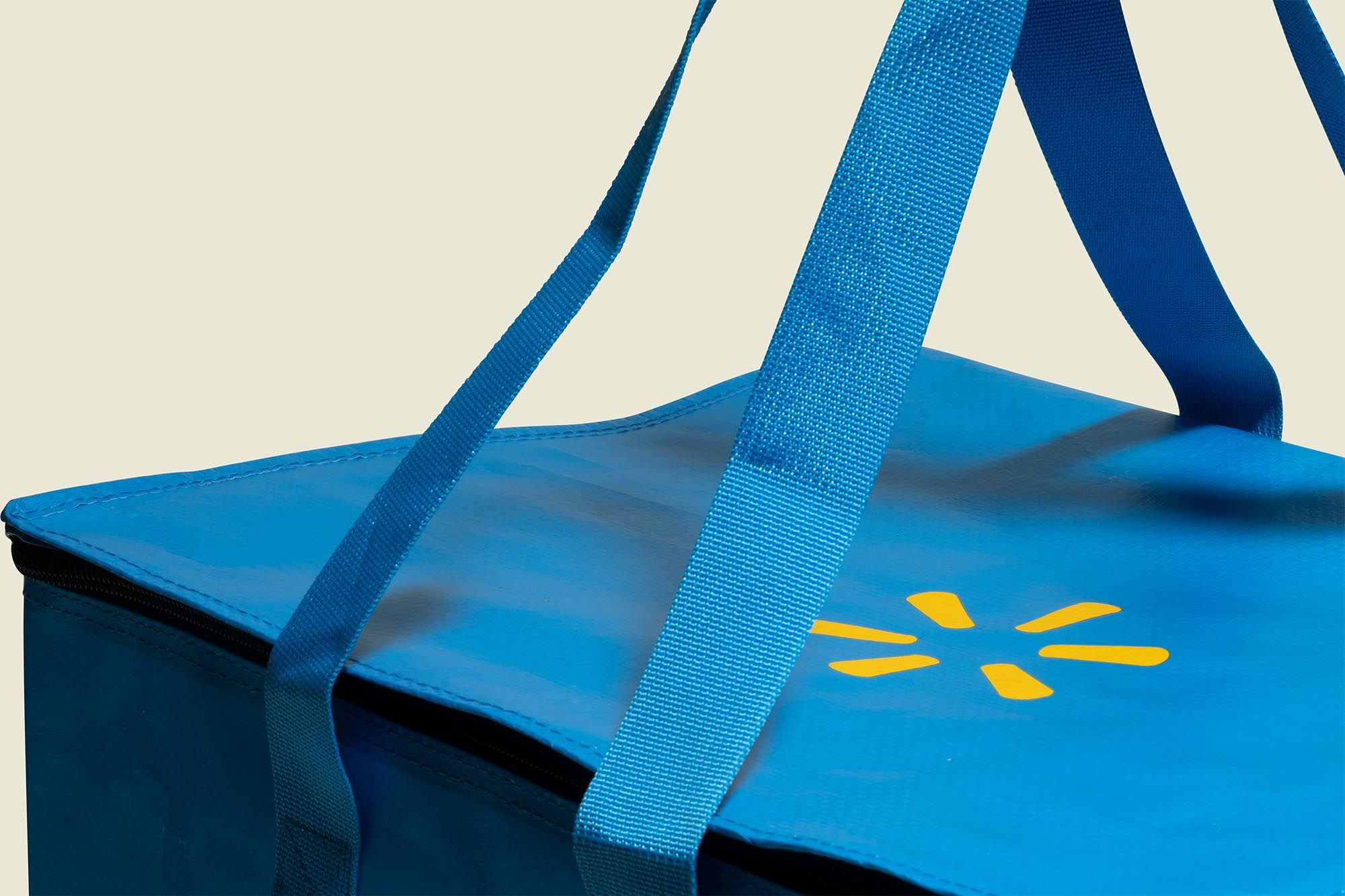 Tote bags with zip
