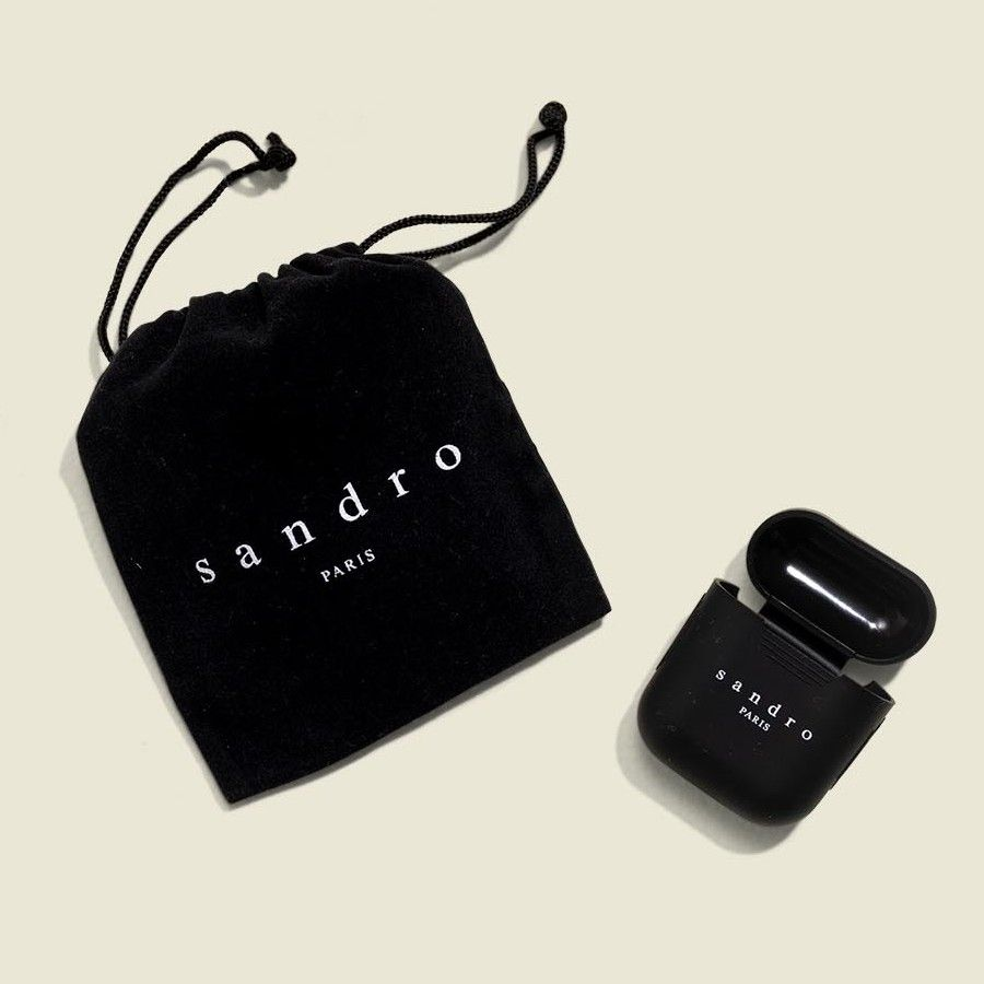 Drawstring pouch with earphone pod