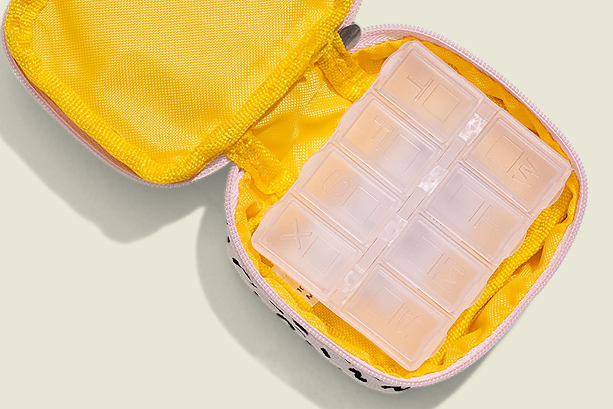 Flat zip pouch with plastic compartments