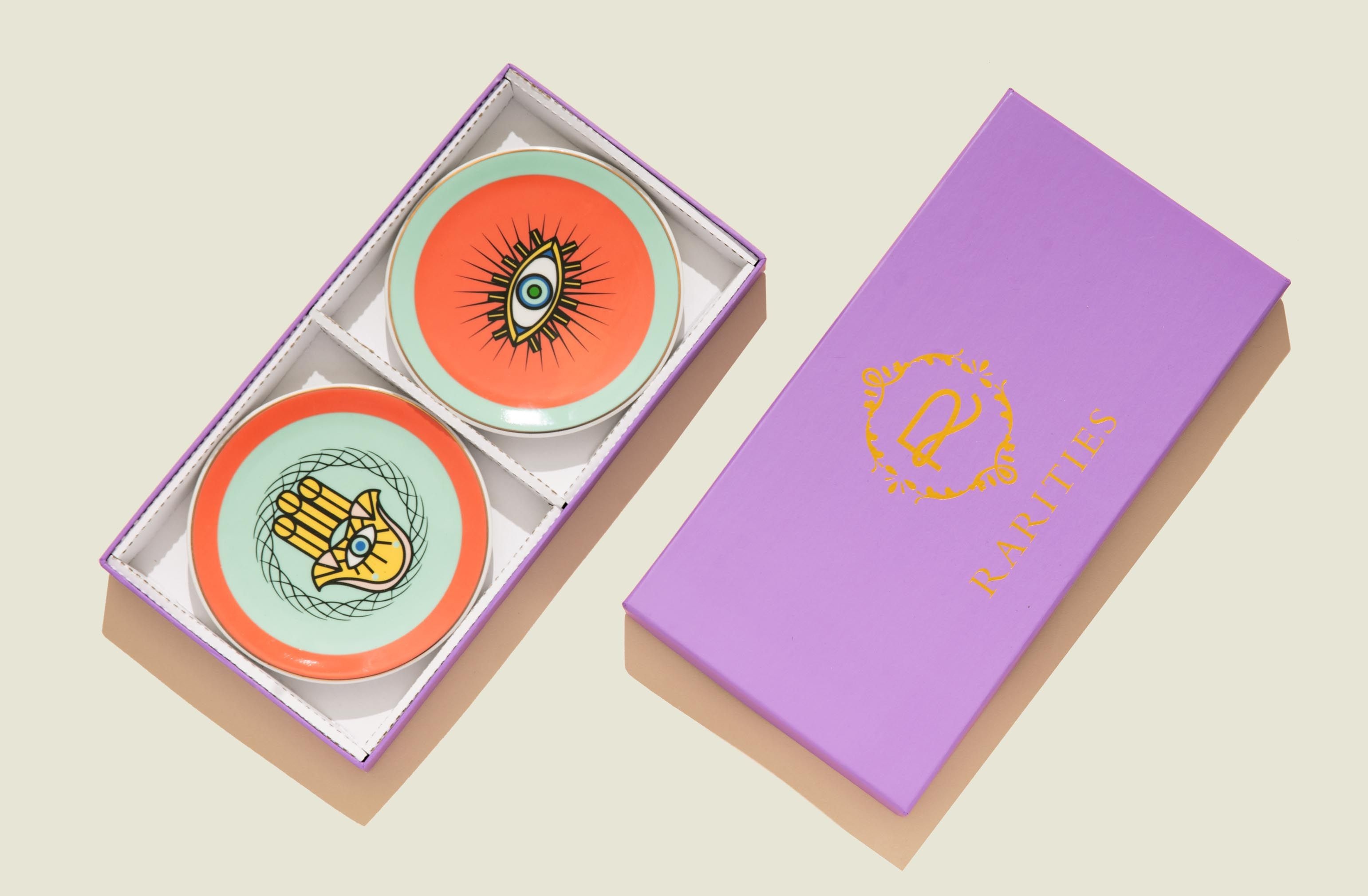 Custom packaging with plates