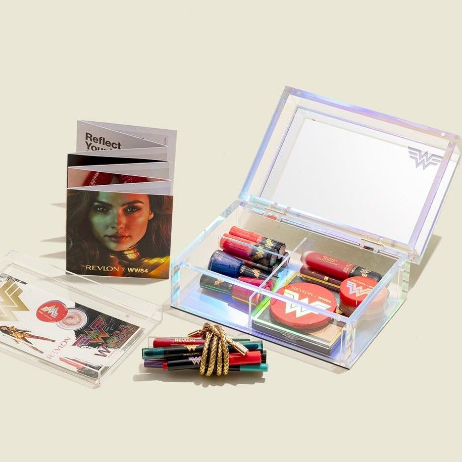 Custom hinged box with beauty products