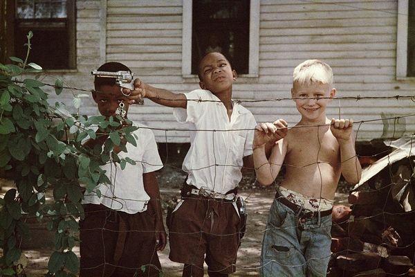 Gordon Parks — Untitled. Alabama, 1956. Photo courtesy of the Gordon Parks Foundation.