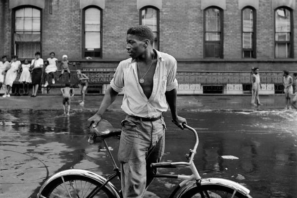 Gordon Parks — Untitled. Harlem, New York, 1948