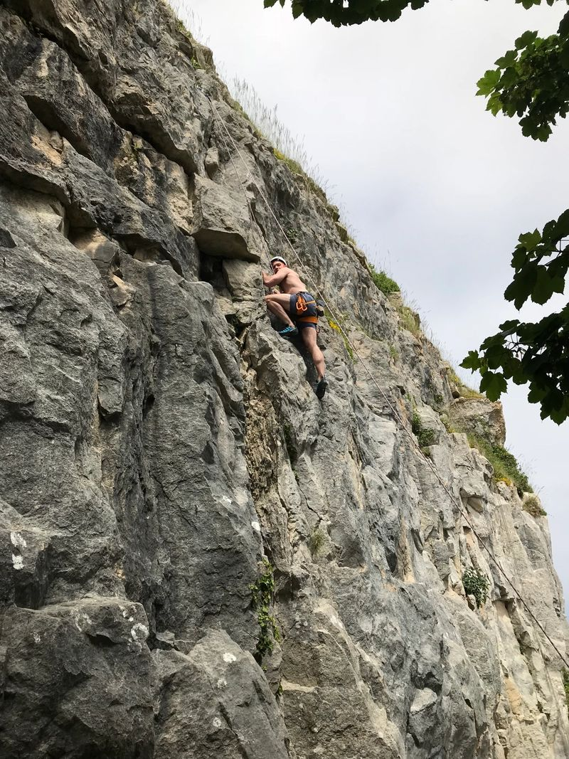 outdoor-rock-climbing-portland