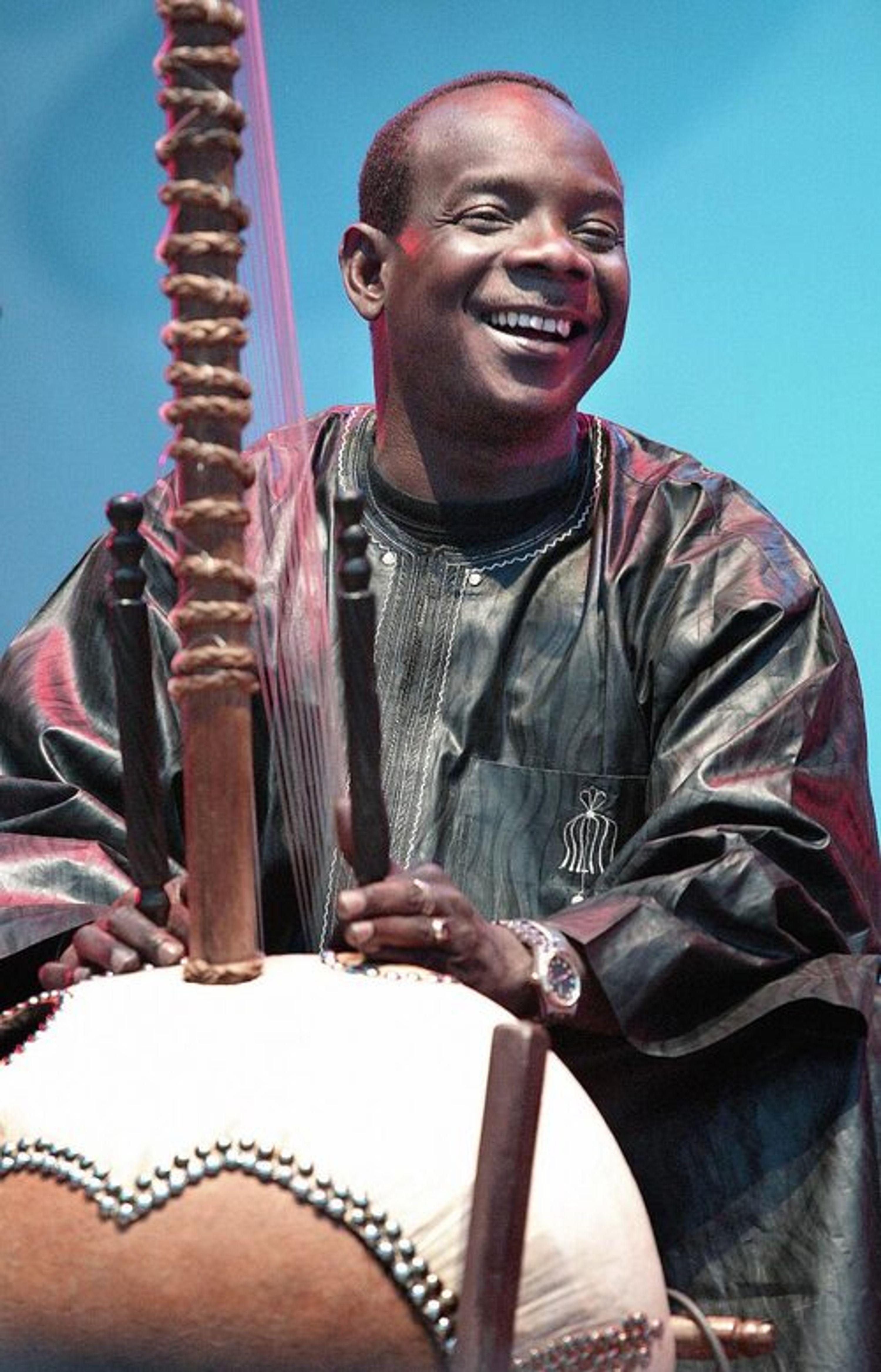 Toumani Diabate playing his Kora