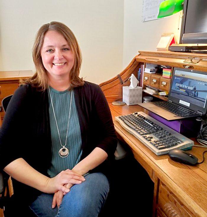 Michelle Winterfeldt smiles in front of her computer