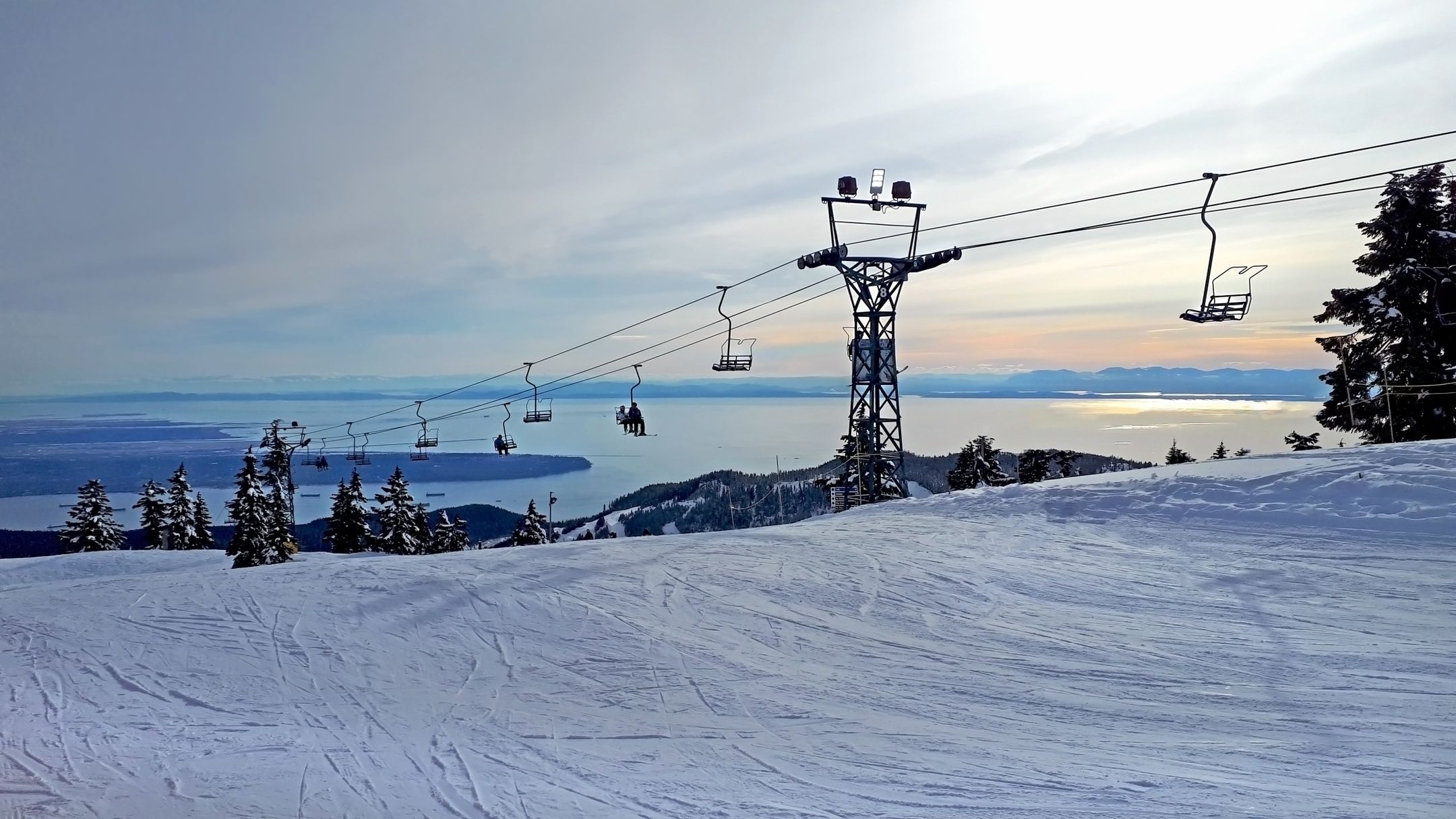 Skiing Canada ski resort Cypress Mountain ripatrip travel big