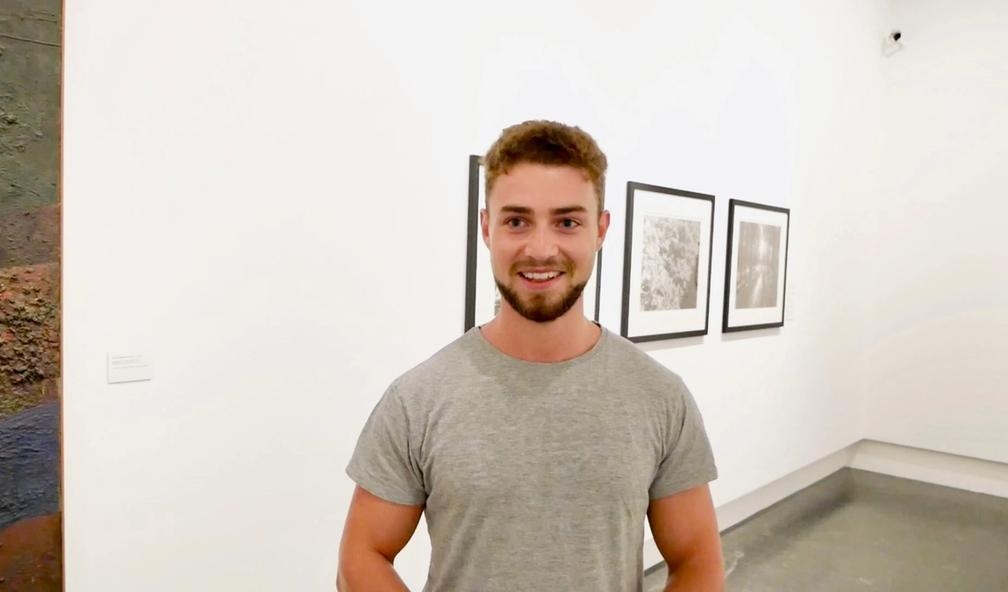 Harry Dougall vant høythengende kuratorpris. Nå stiller han ut på Sørlandets Kunstmuseum