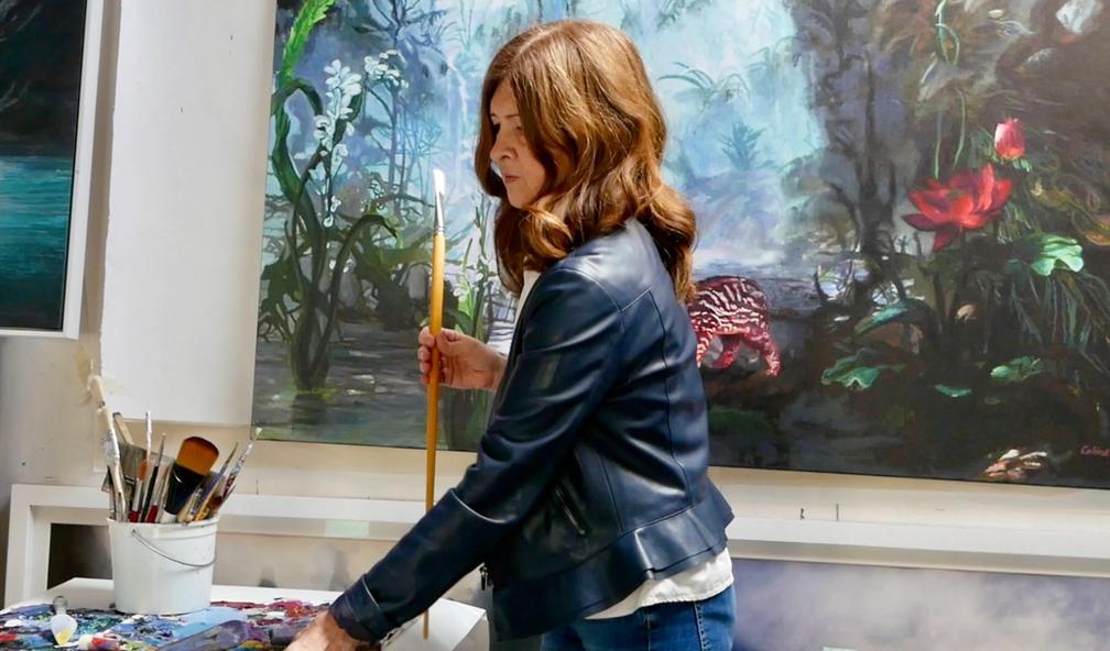Calina Pandele Yttredal er en av få norske kunstnere som arbeider med iriserende maling