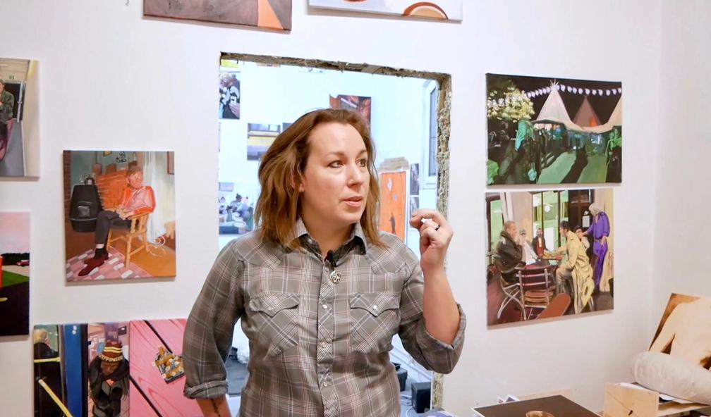 Matilda Höög maler det som skjer i Oslo sine gater