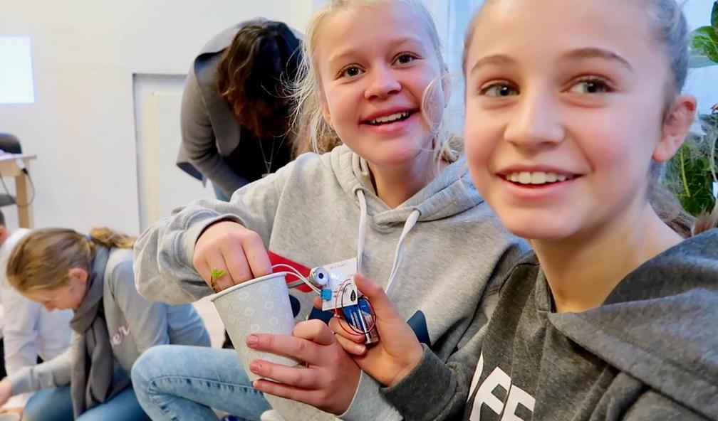 Barn lager kunst med elektronikk under Piksel Festival