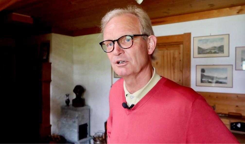 Knut Espelid har ansvar for å kjøpe kunst til Norges største bank DNB