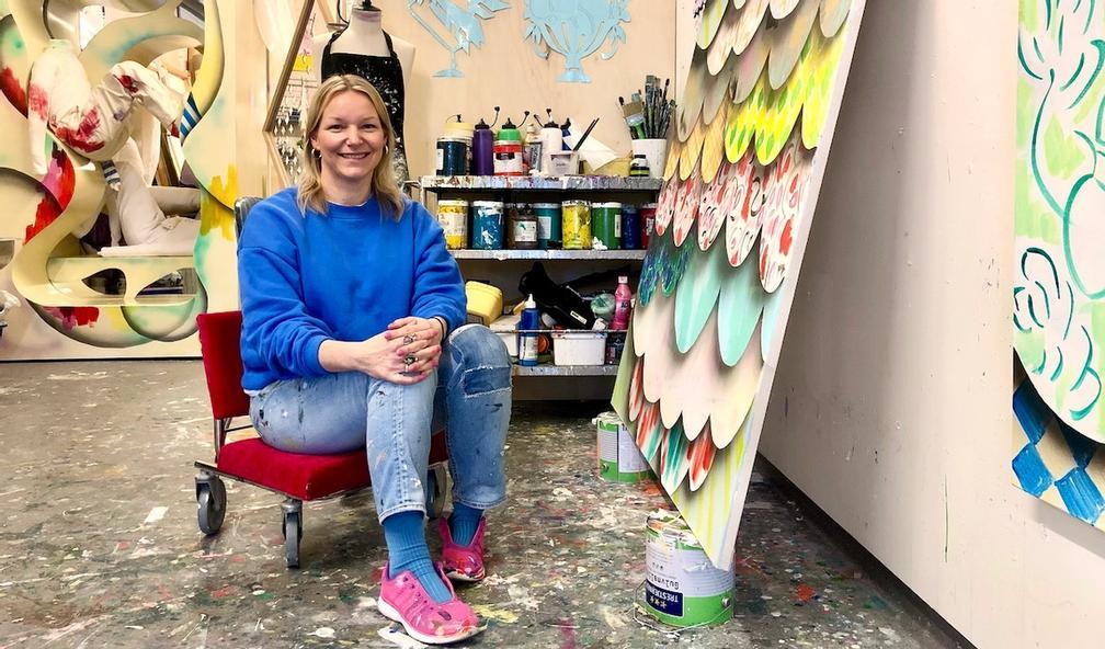 Ingrid Toogood eksperimenterer med kulisser og romfølelse i kunsten sin