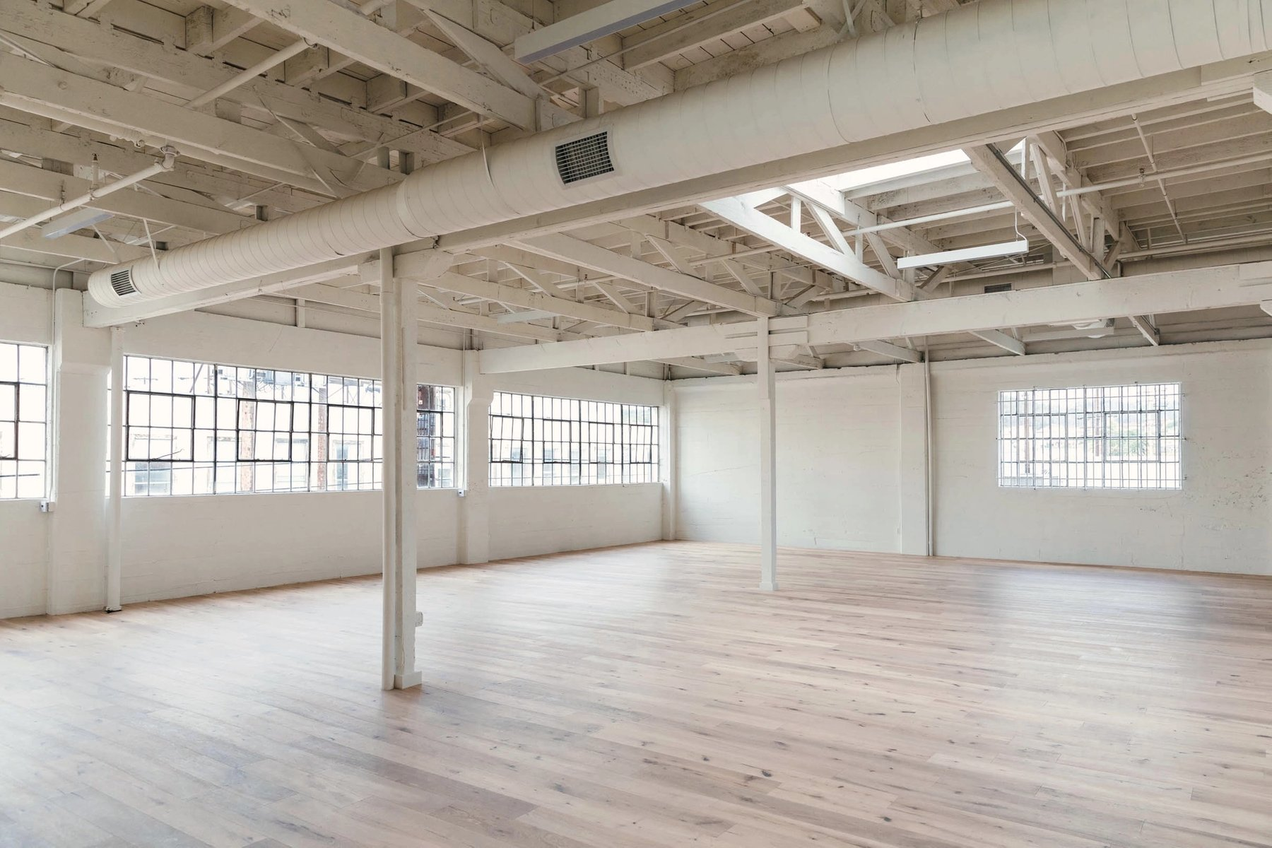 Over 4,000 s.f. of open warehouse space configured for photoshoots and events