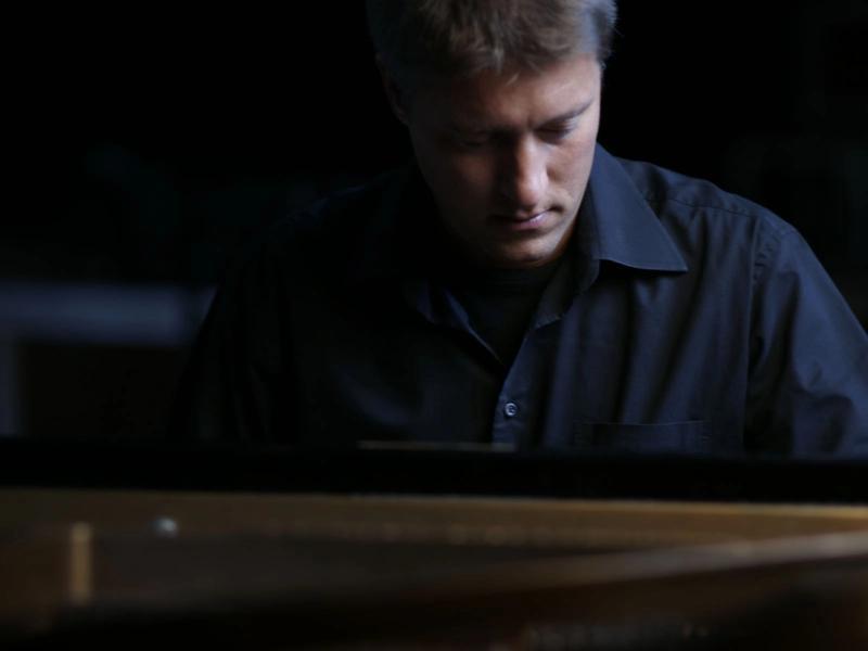 Lars David Kellner am Klavier