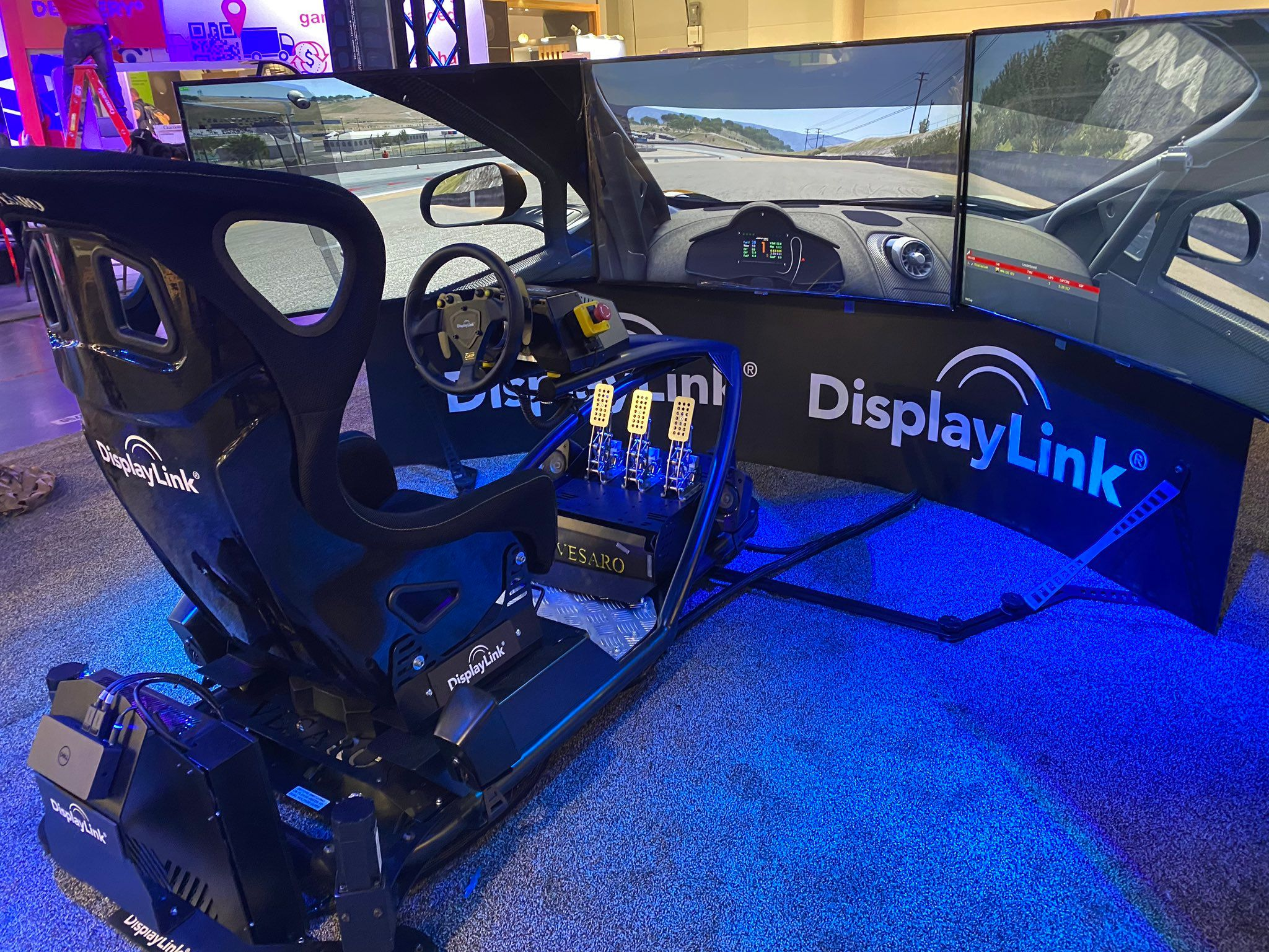 DisplayLink 賽車模擬器在CES 2020