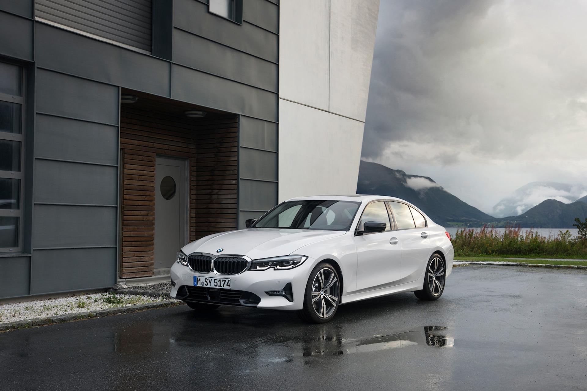 2021 BMW 3 Series Sedan 330i xDrive Sedan