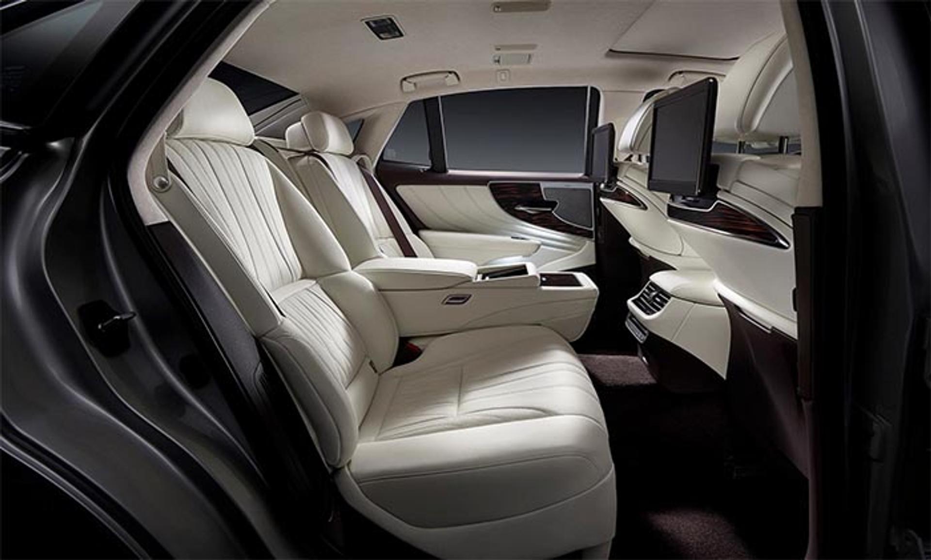 Lexus LS rear row seats