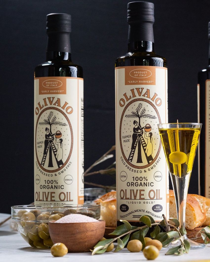 Organic olive oil packaging with an Italian origin