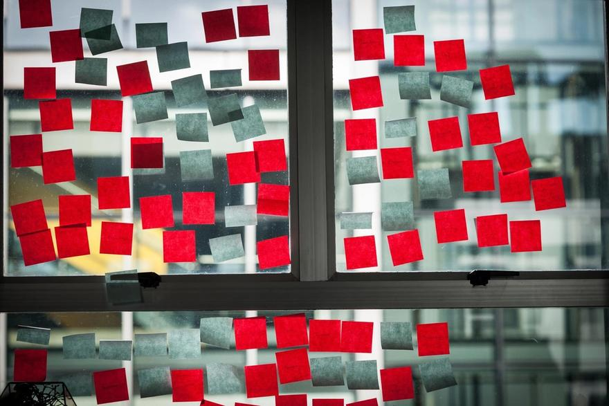 Jira workflow: Window with red sticky notes