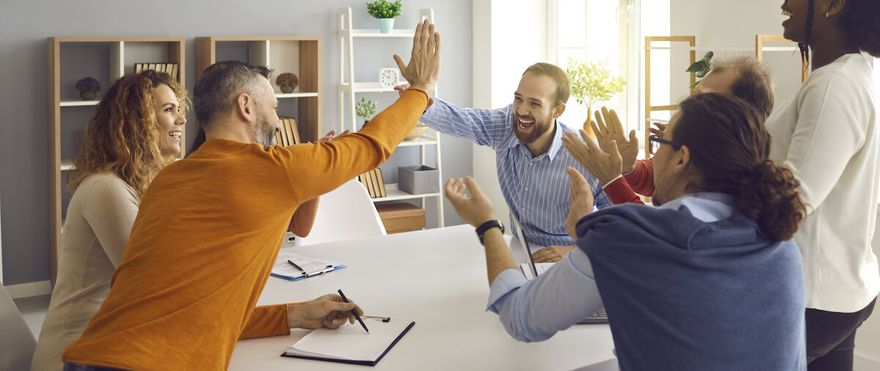 SAFe agile: happy team clapping and 2 people in a high five