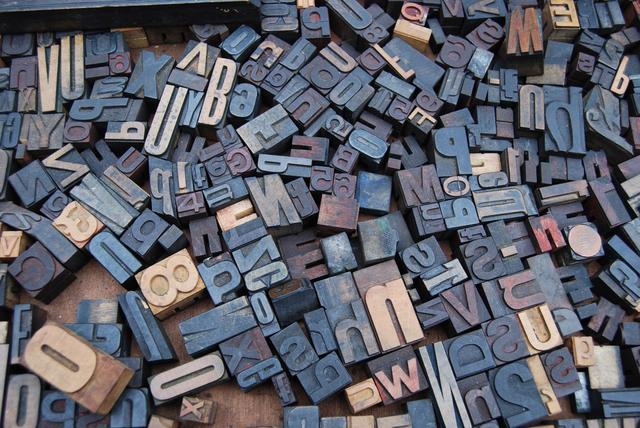 Ulike bokstaver brukt til trykkpressen.