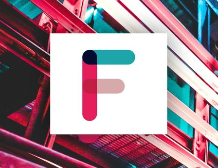 """Frifond logoen """"F"""" med en fargerik bakgrunn"""