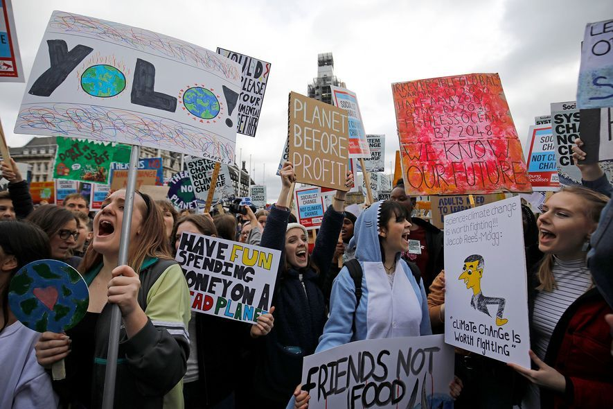 Jovens manifestantes participam de evento