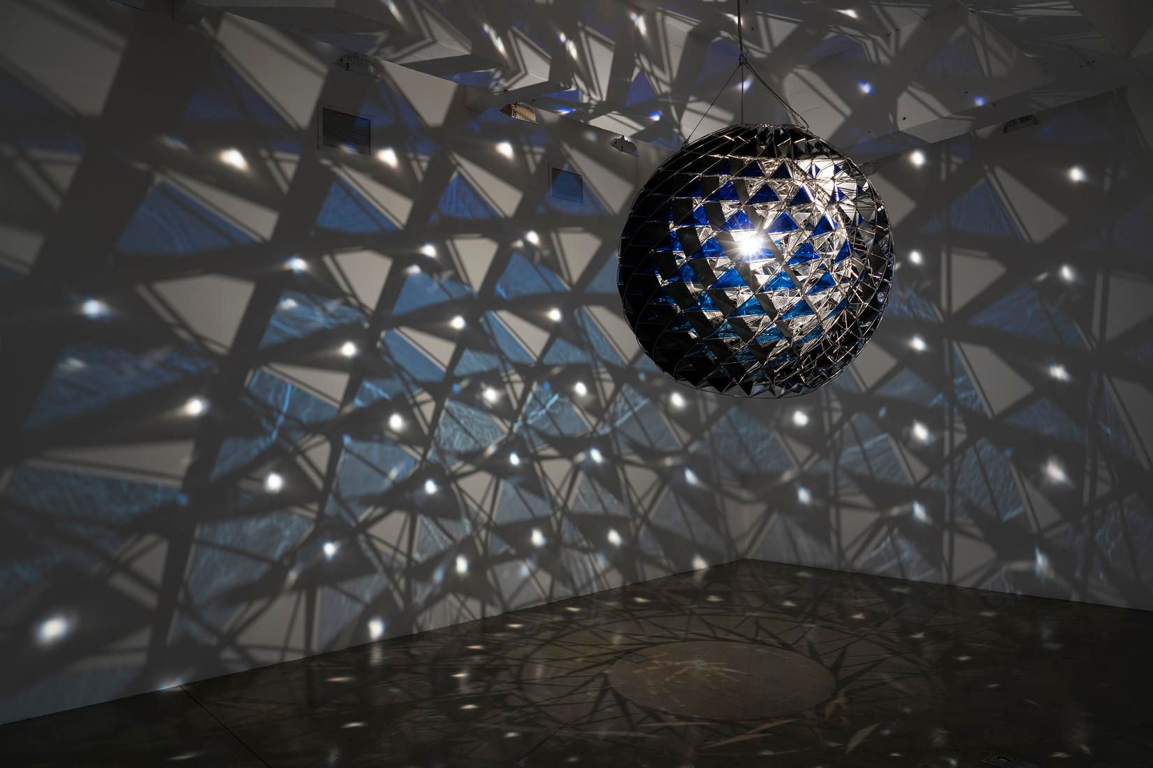 Olafur Eliasson, Return of the Arctic light sphere, 2020 (installation view)