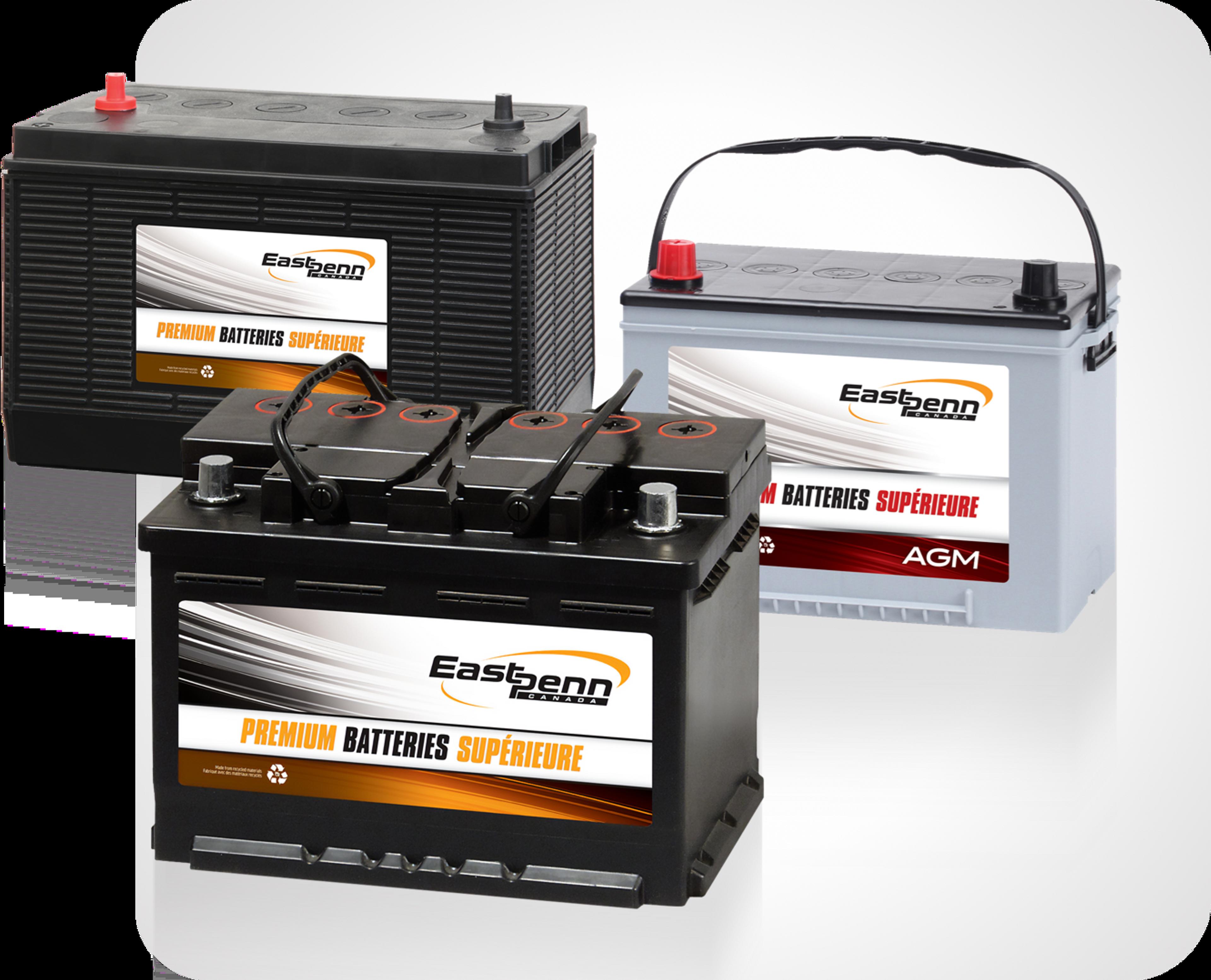 Photo de trois batteries, incluant des batteries de démarrage et à décharge profonde