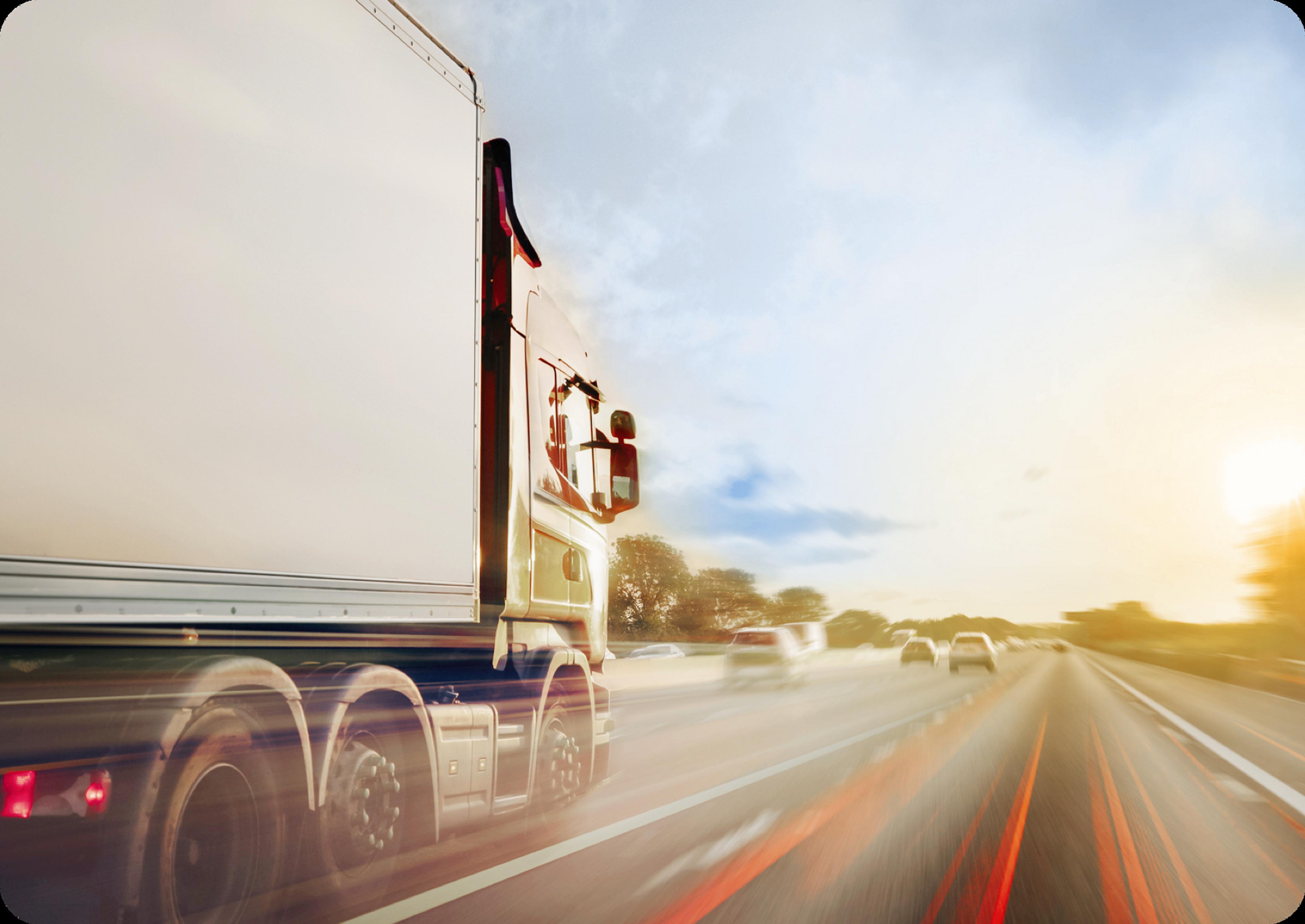 Photo d'un camion-remorque sur autoroute