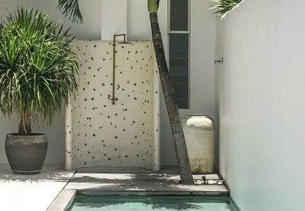 Tropical poolside outdoor shower Strathmore