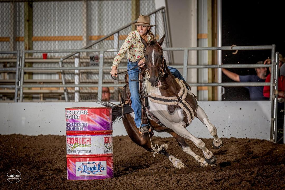 Image of barrel racer Madeline Grothaus of Big Ten Ranch. Image by Carlyon Photography.