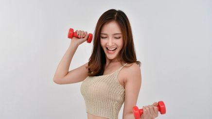 woman doing cardio excercises.