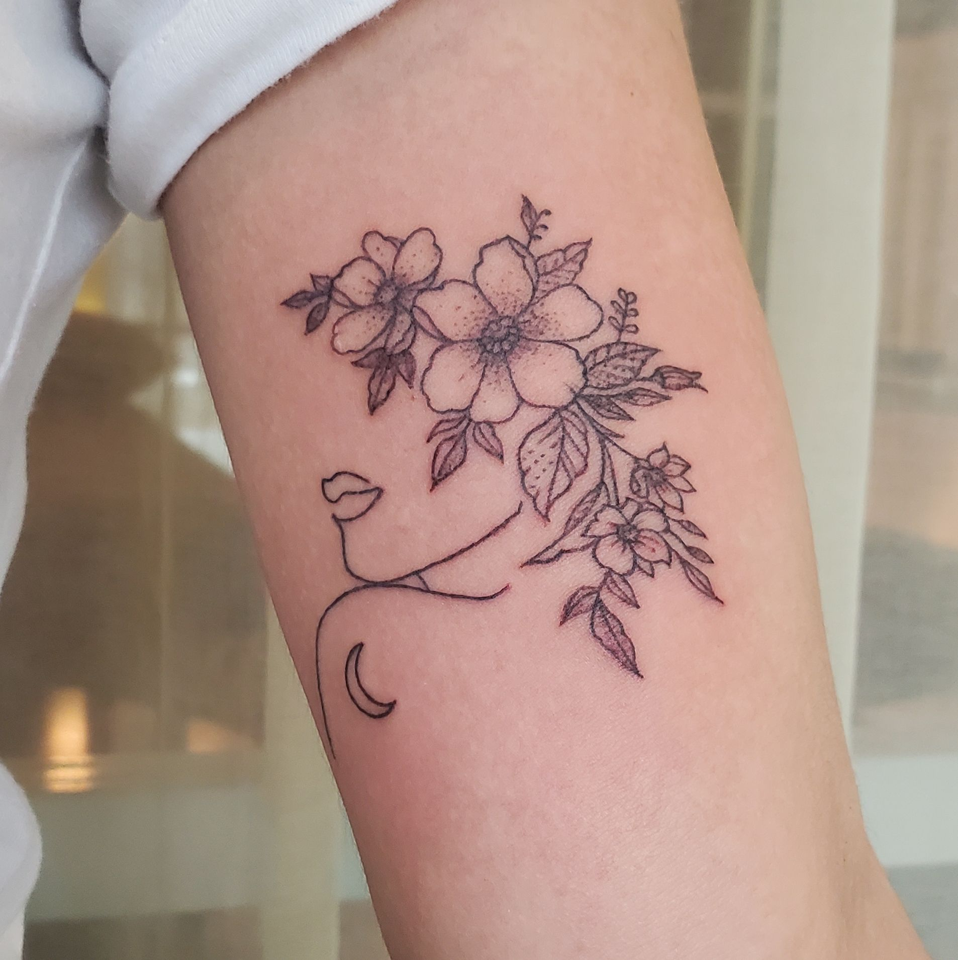 abstract temporary tattoo design with ephemeral ink