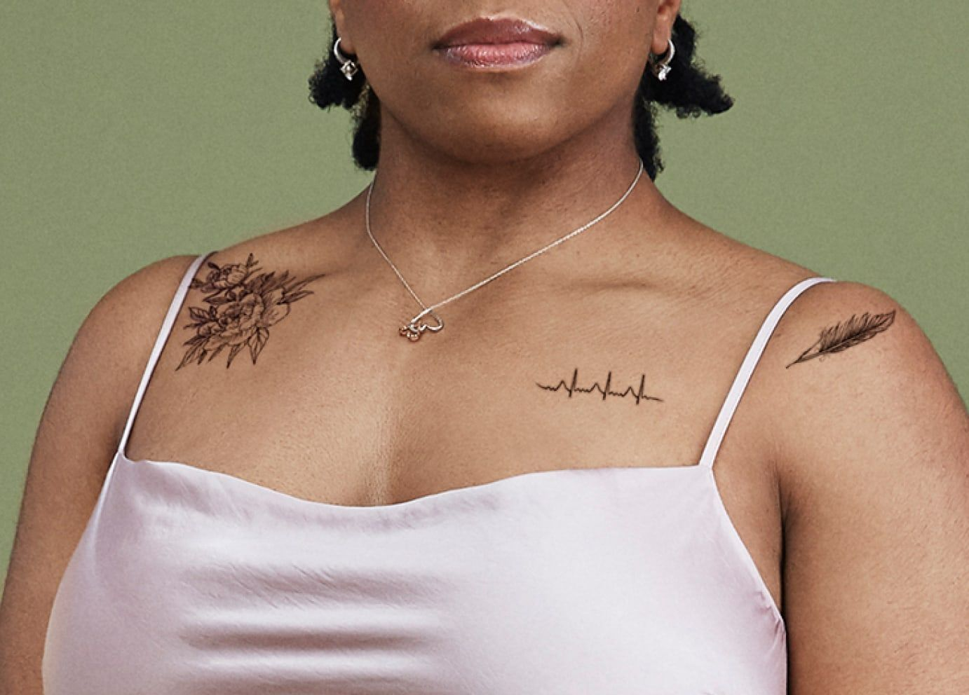 temporary tattoo idea for women on clavicle and shoulder flower line design