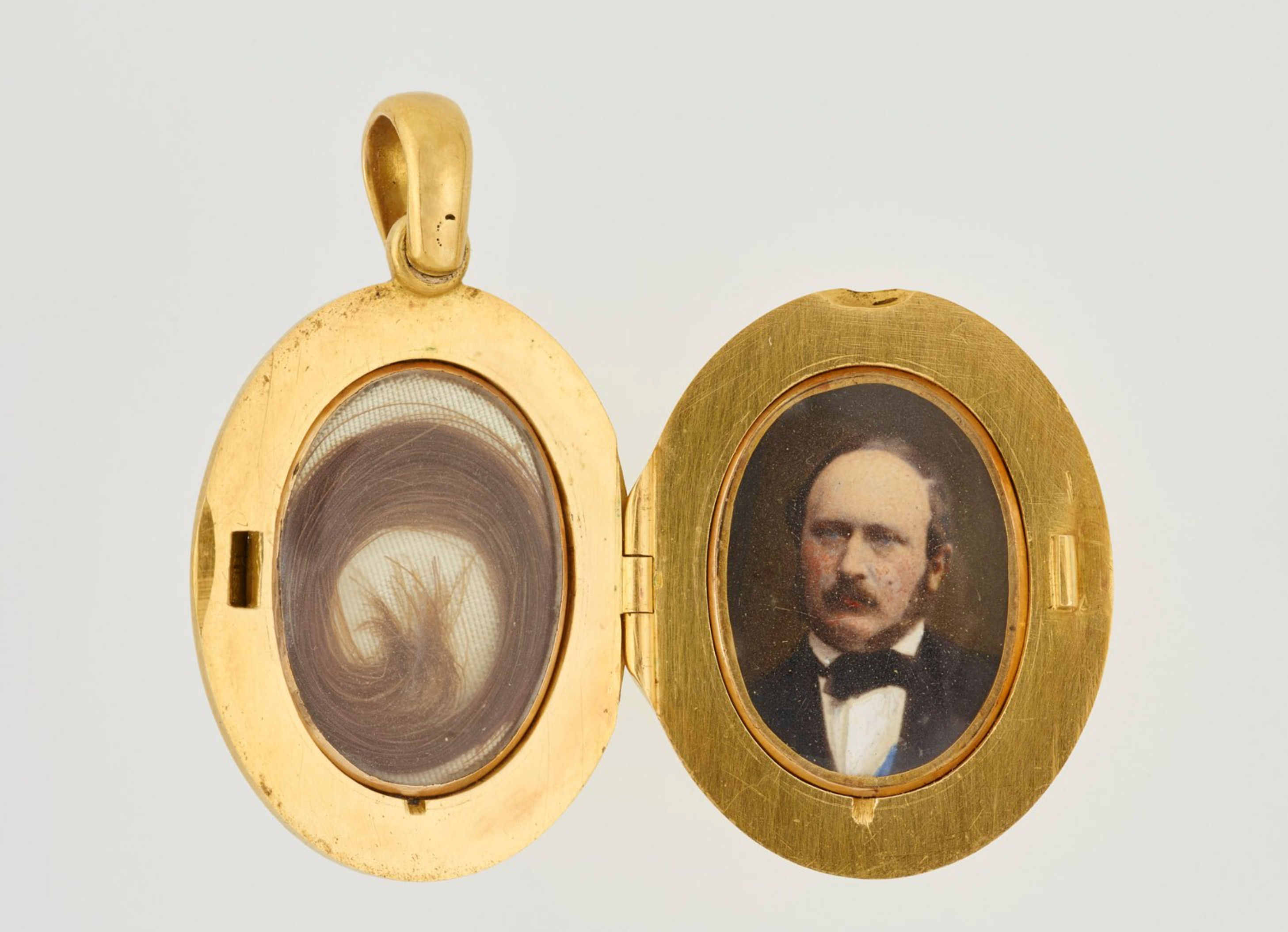 The locket opens to reveal hair on one side and photograph of Prince Albert on the other, both under glass, in the Royal Collection Trust