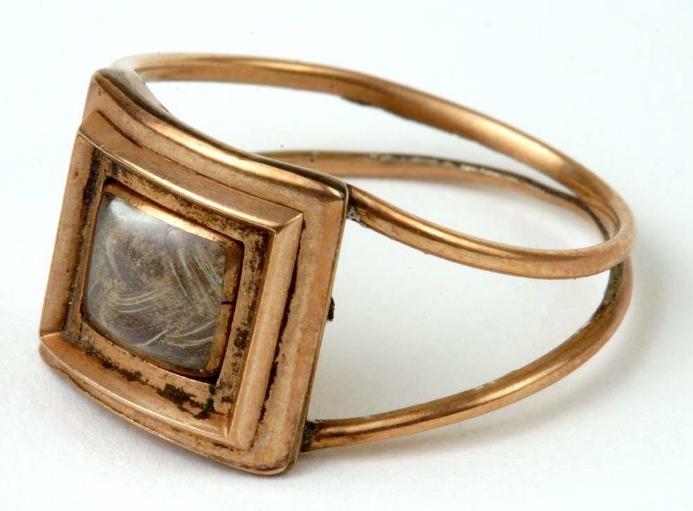 Mourning ring containing lock of Alexander Hamilton's hair presented to Nathaniel Pendleton by Elizabeth Hamilton, 1805, New York Historical Society