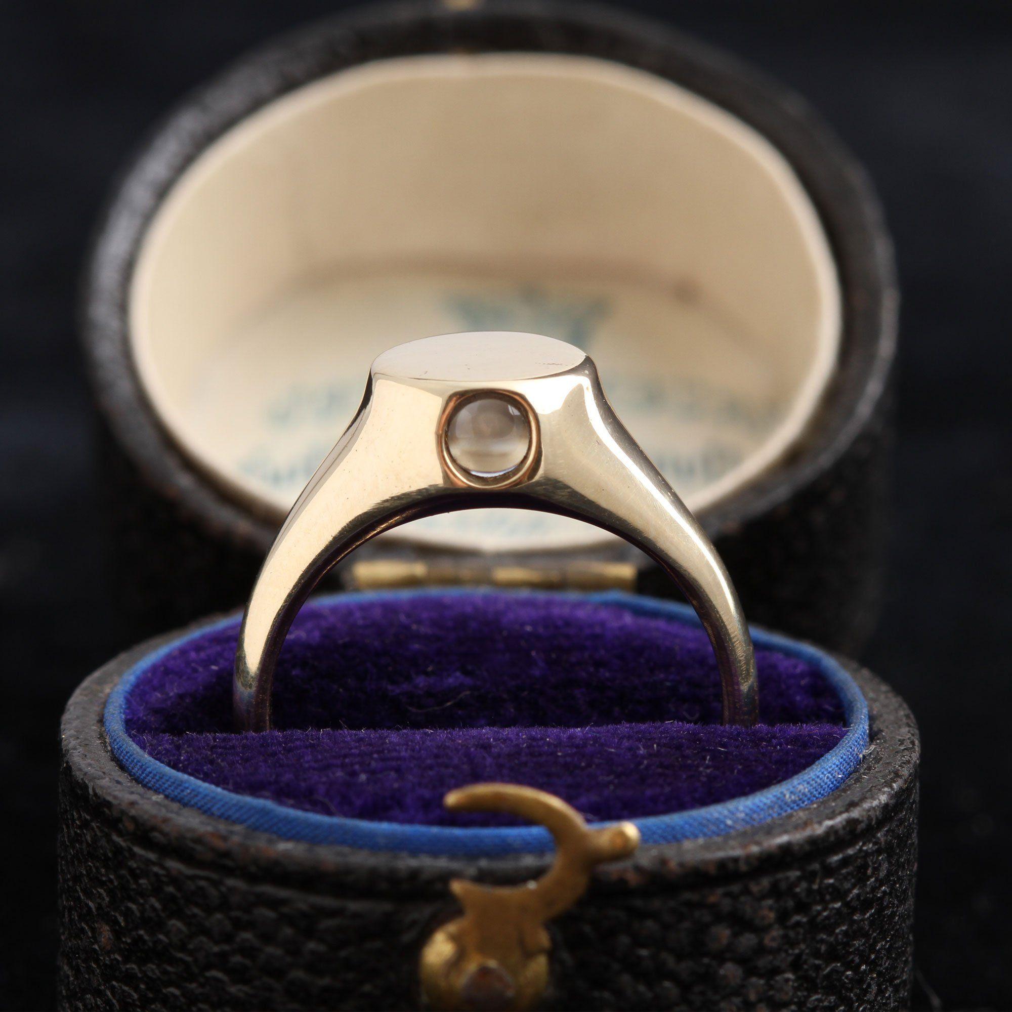 Yellow Gold Peep Show Ring