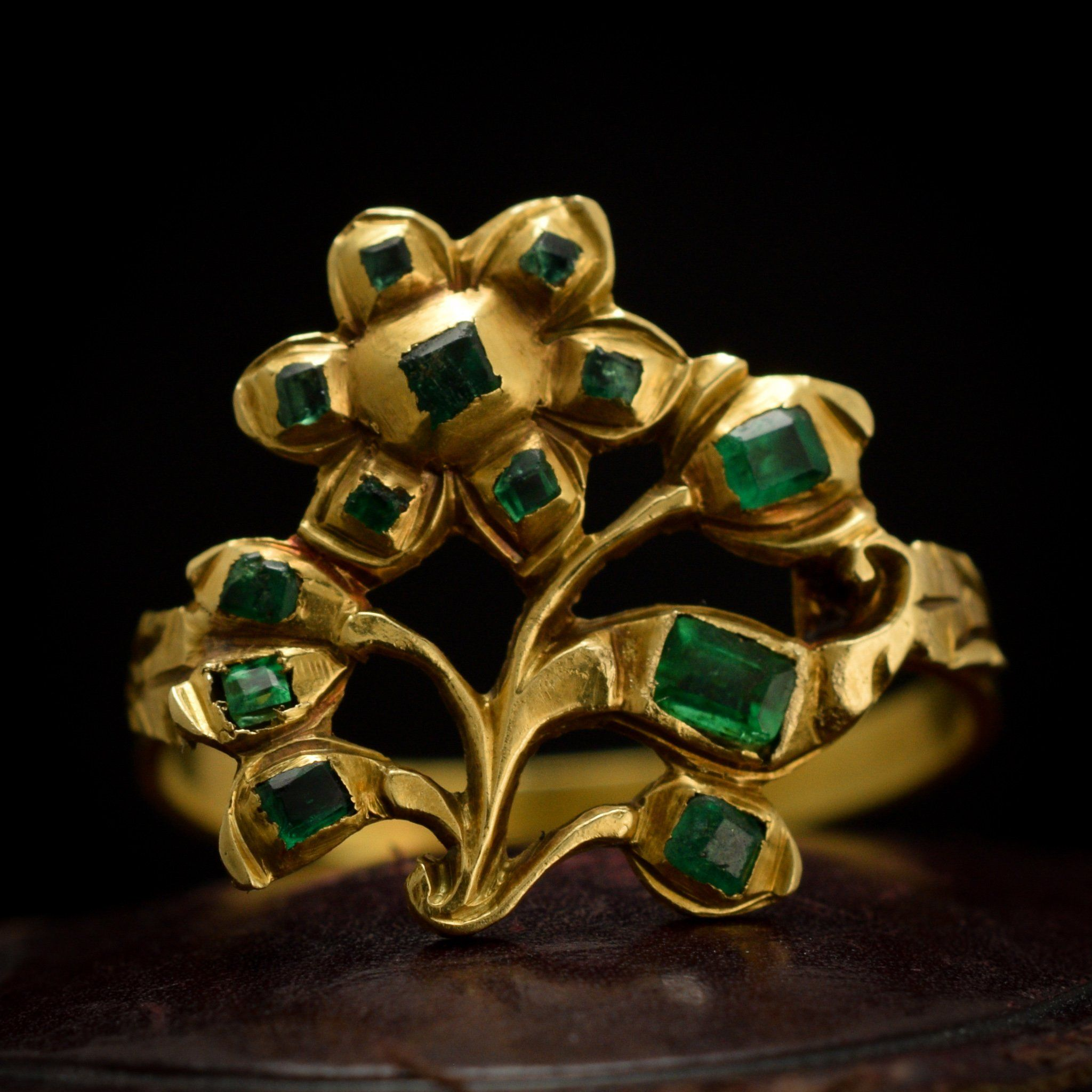 18th Century Iberian Emerald Flower Ring