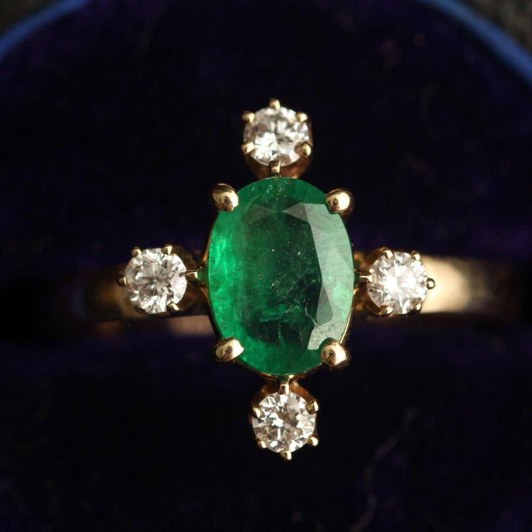 Directional Ring (Emerald)