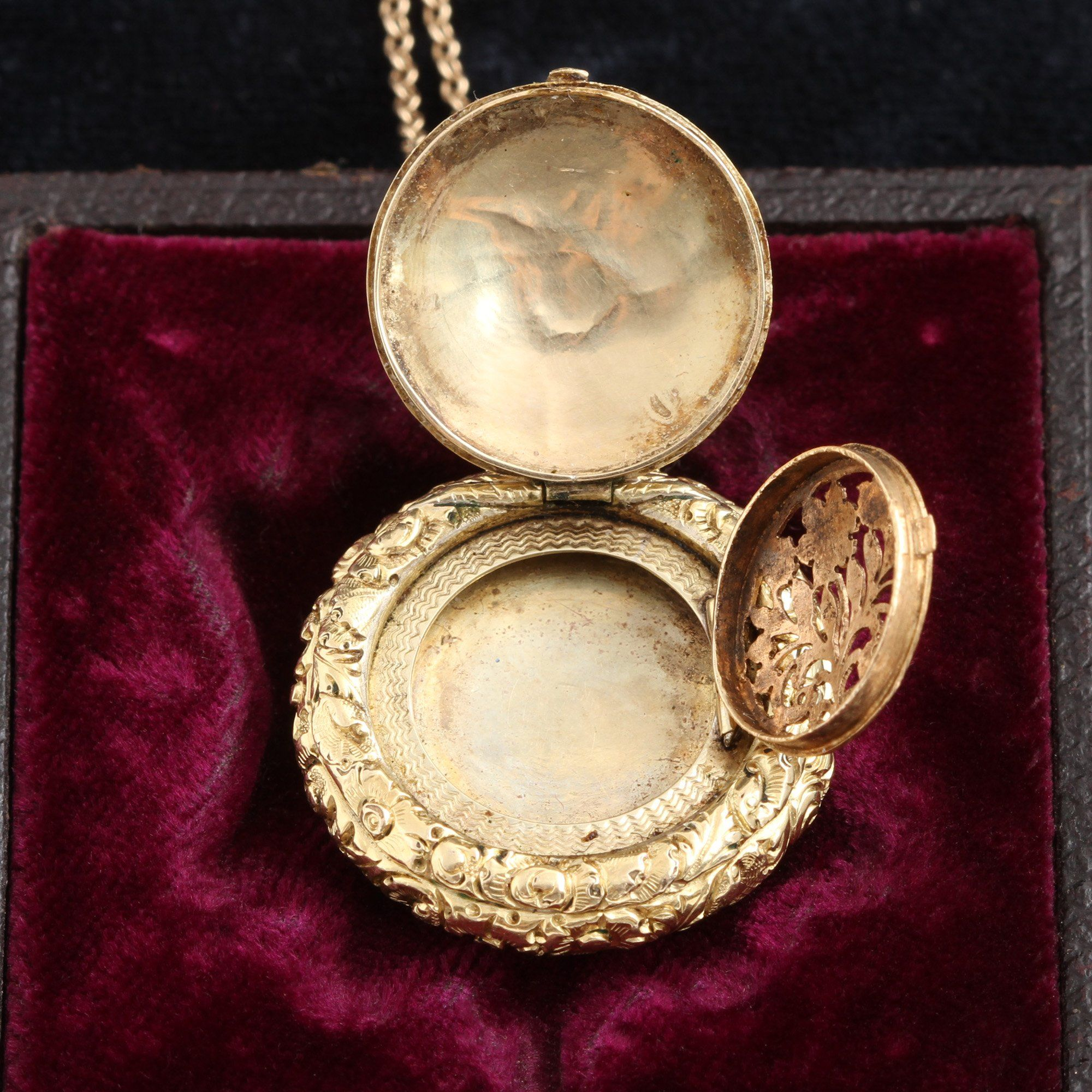Interior detail of Georgian Vinaigrette with Locket